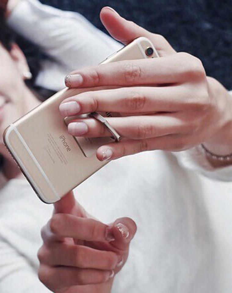 16.8元2个随机    一家人都要有     iring正品 指环支架 手机 平板电脑通用懒人指环卡扣 粘贴式平板支架