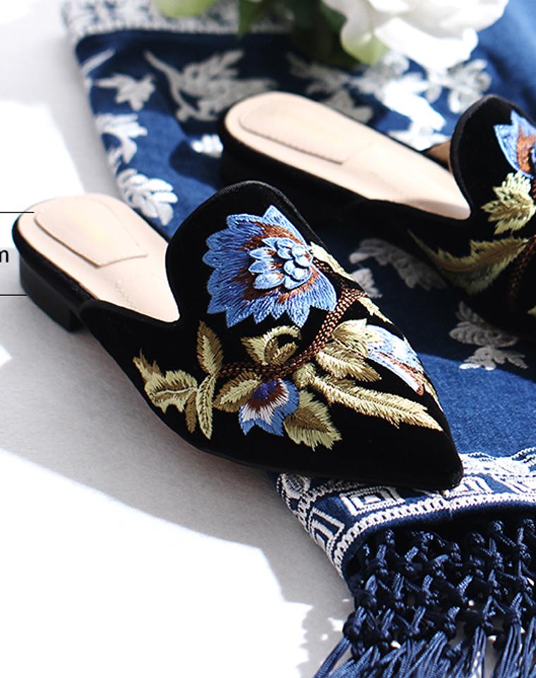 女人节特惠  永远时髦的小尖头  仅228元  Alberta Ferretti 阿尔伯特·菲尔蒂  纯正原单  天鹅绒刺绣拖