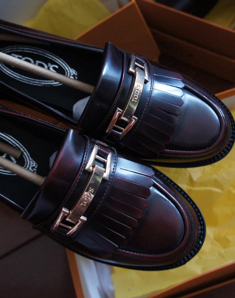 集豆豆鞋与运动鞋为一体的一款时尚鞋  仅268元   TODS2017春季最新  牛漆皮豆豆