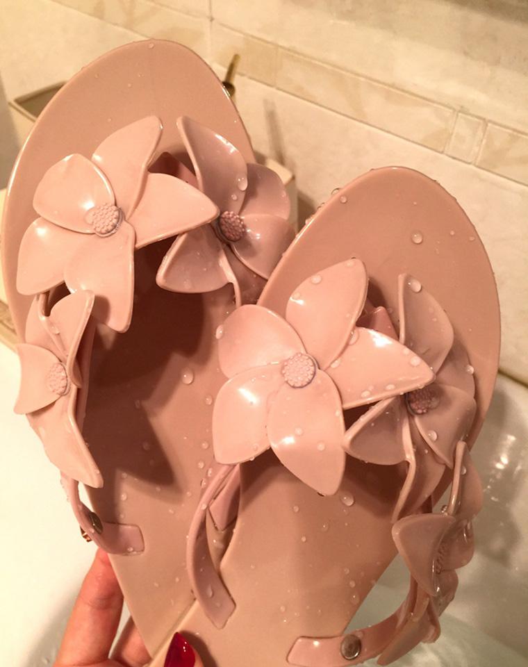 巴西mini melissa   仅125元   梅丽莎 最新 一体成型 巨软百合花人字拖沙滩凉拖 平底鞋女 凉鞋