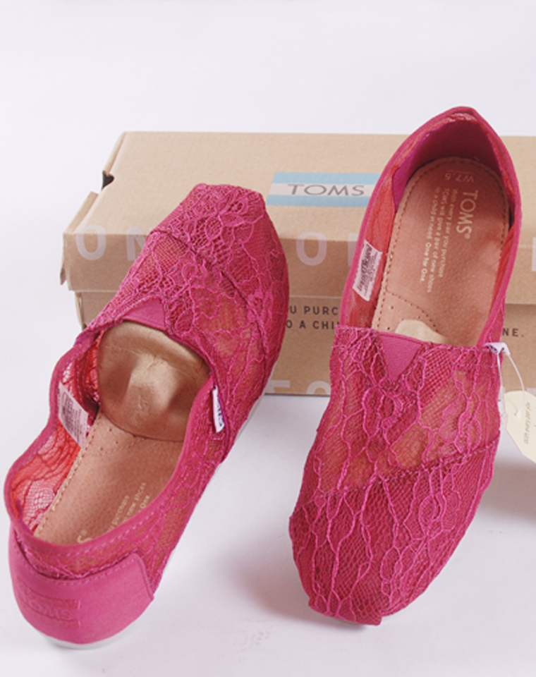 这个夏天都要有的蕾丝镂空鞋  仅95元 TOMS纯正原单 蕾丝网面镂空平底单鞋 蕾丝懒人鞋