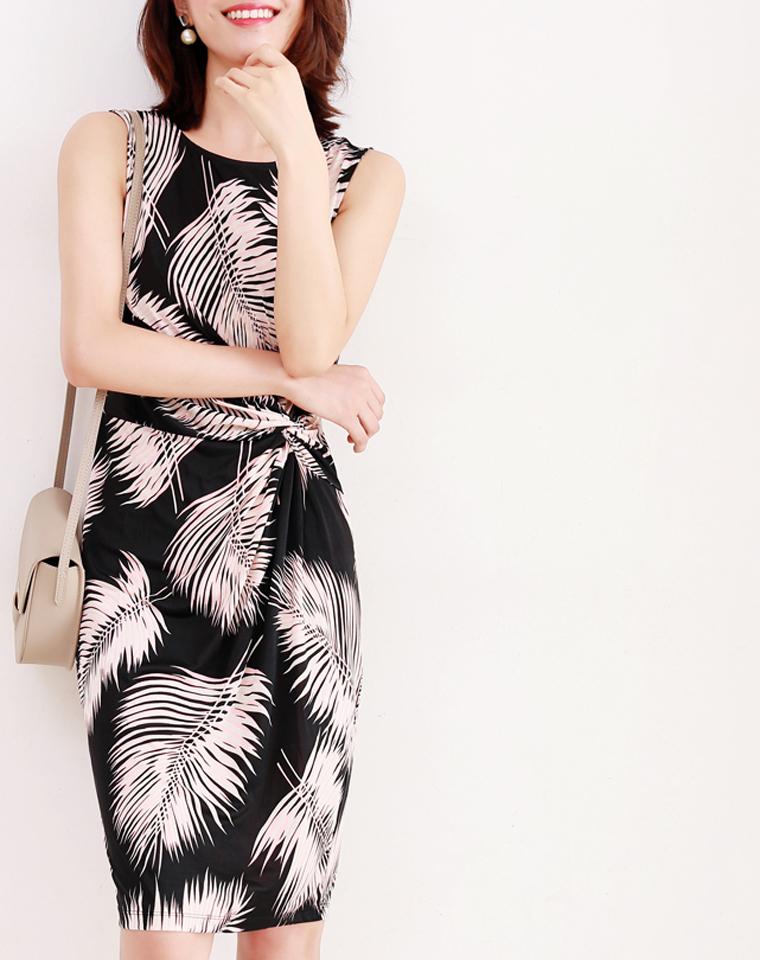 美丽风景线  仅185元  存在感撞色 叶型印花抓褶设计随身弹力无袖连衣裙