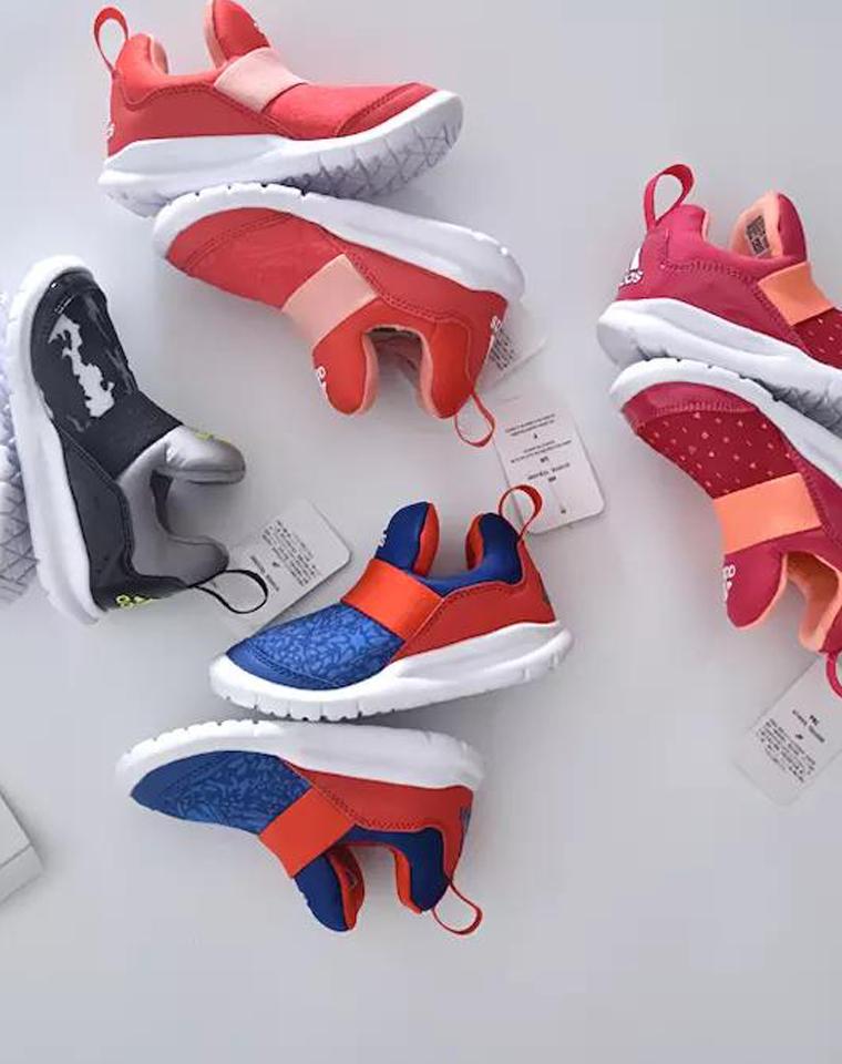 秒!!号码合适闭眼收!!!仅129元  ADIDAS纯正原单  全包装秋款 轻便舒适童鞋  印花男女童训练运动跑步鞋