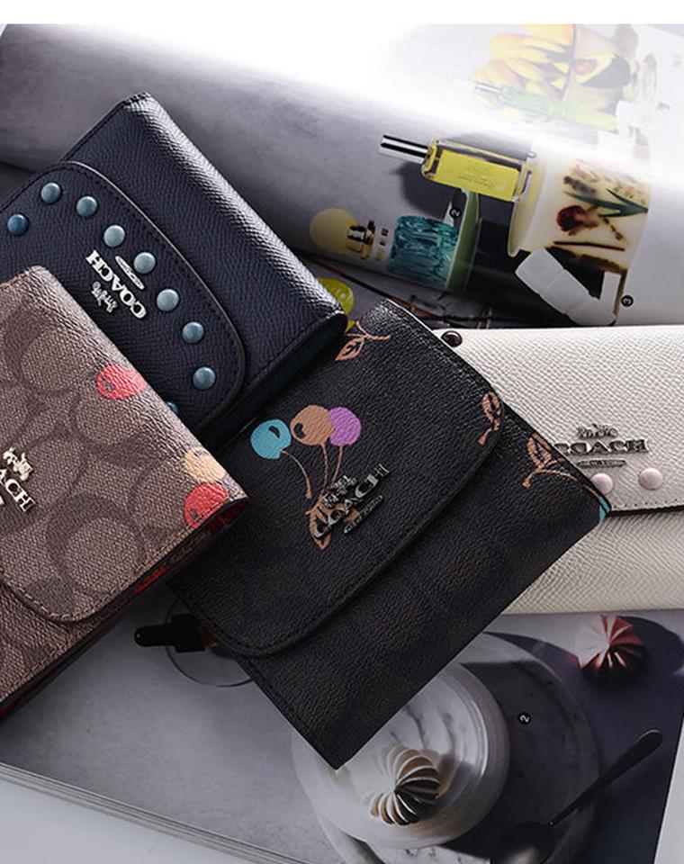 无须代购 实用卡包两个款!仅118元 128元  Coach纯正原单  短款暗扣 颜值铆钉 樱桃印花卡包 三折短钱包