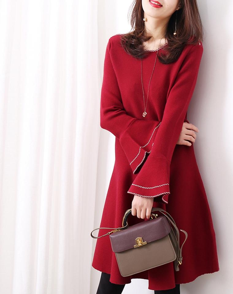 一穿即美~无需搭配  仅175元     高挑清丽 明线喇叭袖针织  秋冬连衣裙