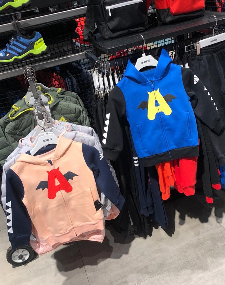 新年给孩子 拉风保暖的加绒套装  仅125元  Adidas阿迪达斯  最新男女童  小恶魔系列 内加绒 拉链帽衫 卫裤加绒套装