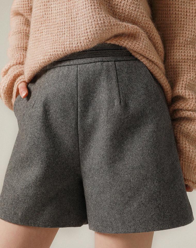 精品硬货  仅168元  意大利画册款精致时髦 真心显瘦 显腿长 订珠含羊毛 西装毛呢短裤