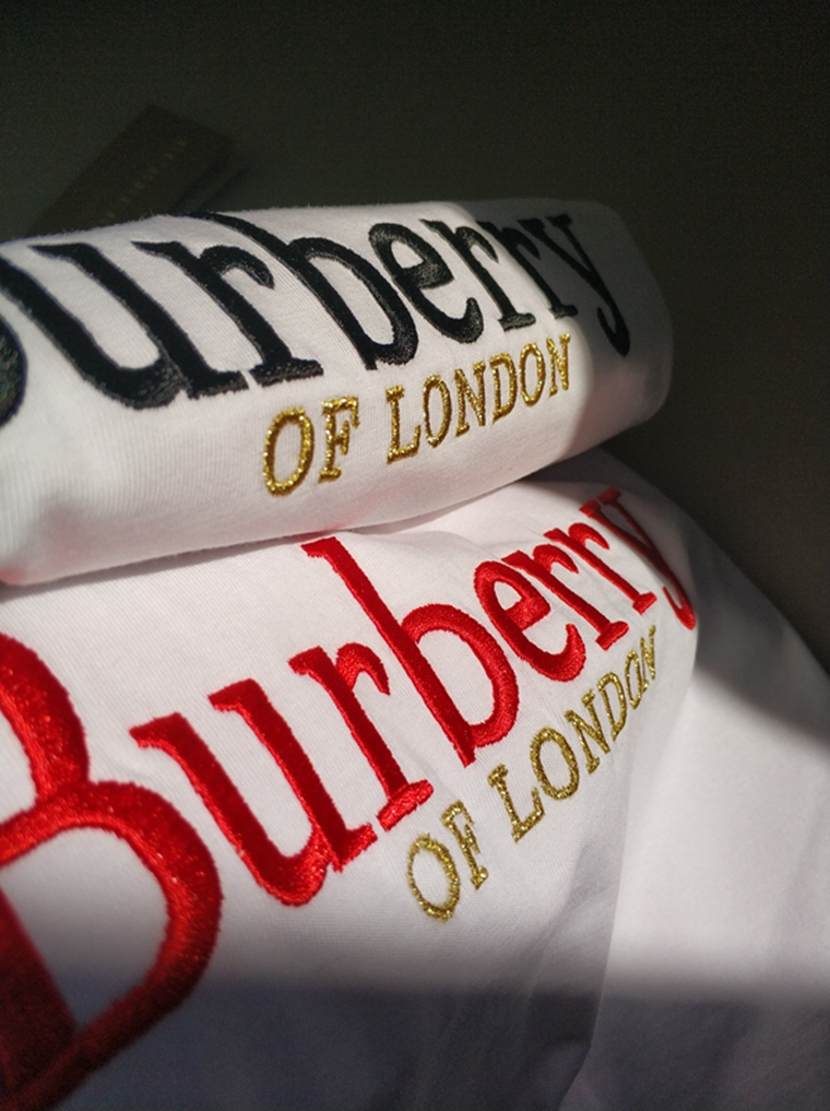 至简至IN  男女款  仅88元  Burberry订单 London系列  品质精梳棉  经典纯色万针字母刺绣 圆领短袖T