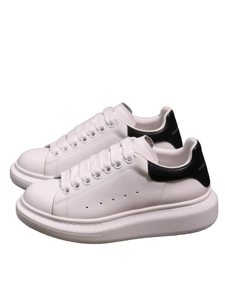 小白鞋里已称王  仅325元  Alexander McQueen麦昆经典拼色厚底小白鞋  在成千上万的小白鞋里被宠爱,自然有道理