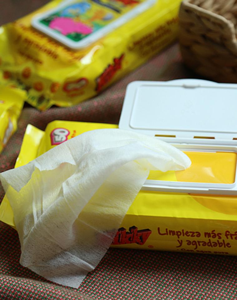 屯白菜!!仅4.88元  出门家居都需要 出口整单!水分超足 50片装黄色卡通化妆美容湿巾 便携卡通翻盖湿巾