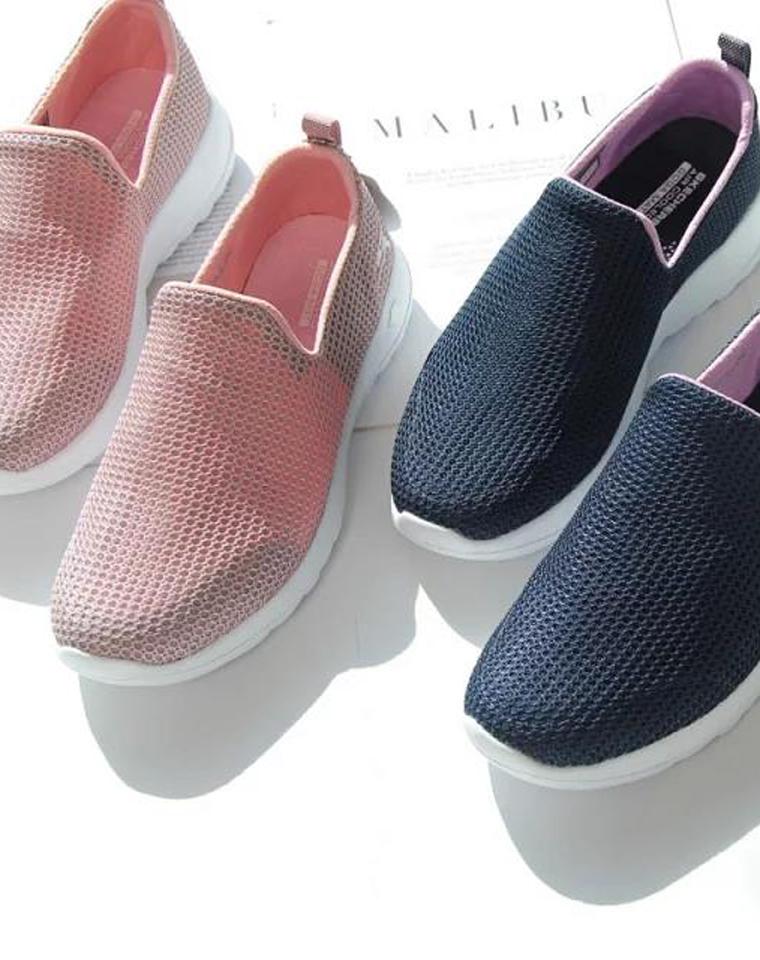 给妈妈 给孩儿妈  仅148元  ~SKECHERS斯凯奇 纯正原单  超轻夏日透气网鞋,显年轻的简约三色 一脚蹬女鞋