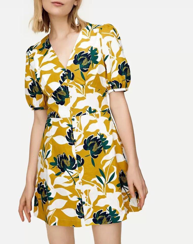 超美度假风  亚麻材质  仅75元  撞色黄绿印花   复古感包扣  V领灯笼袖 印花连衣裙