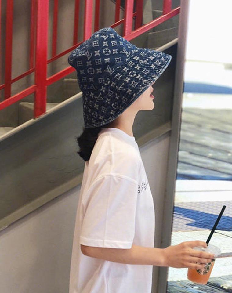 渔夫帽里要称王   仅195元  LV品牌定织 通体LOGO 牛仔大檐渔夫帽