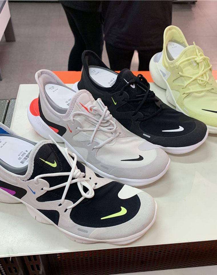唯有舒适与颜值不能辜负!!!!男女款   仅185元!!!超有想法的赤足跑鞋