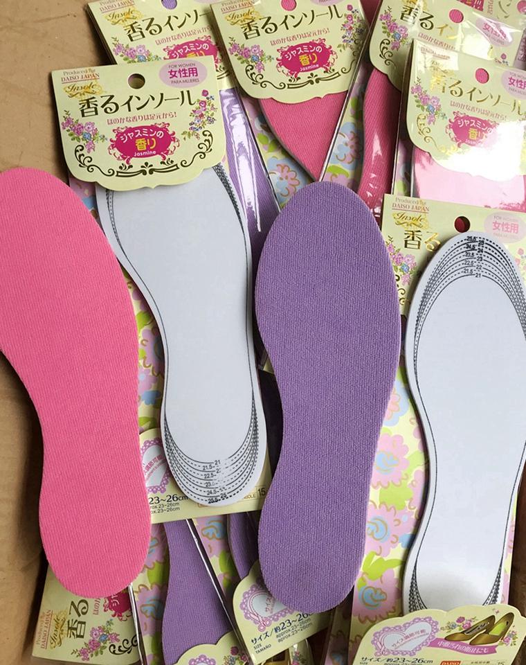 飞岛国   2双一组!!仅6.9元  日本DAISO大创纯正原单 2双一组 可以裁剪的女式码鞋垫 自带香味噢 0.05kg