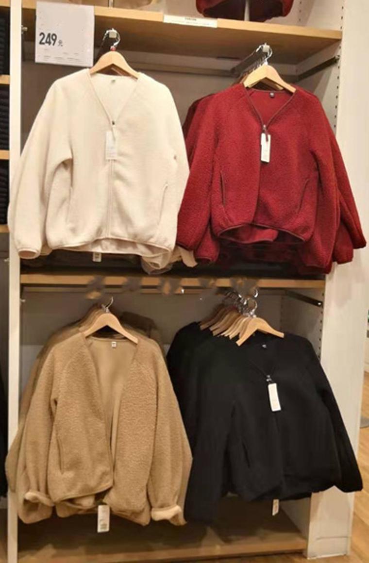 年终钜惠  最实穿的优衣库颗粒绒  仅99元 UNIQLO优衣库纯正原单  专柜249元   暖暖颗粒绒  V领拉链灯笼袖 保暖外套