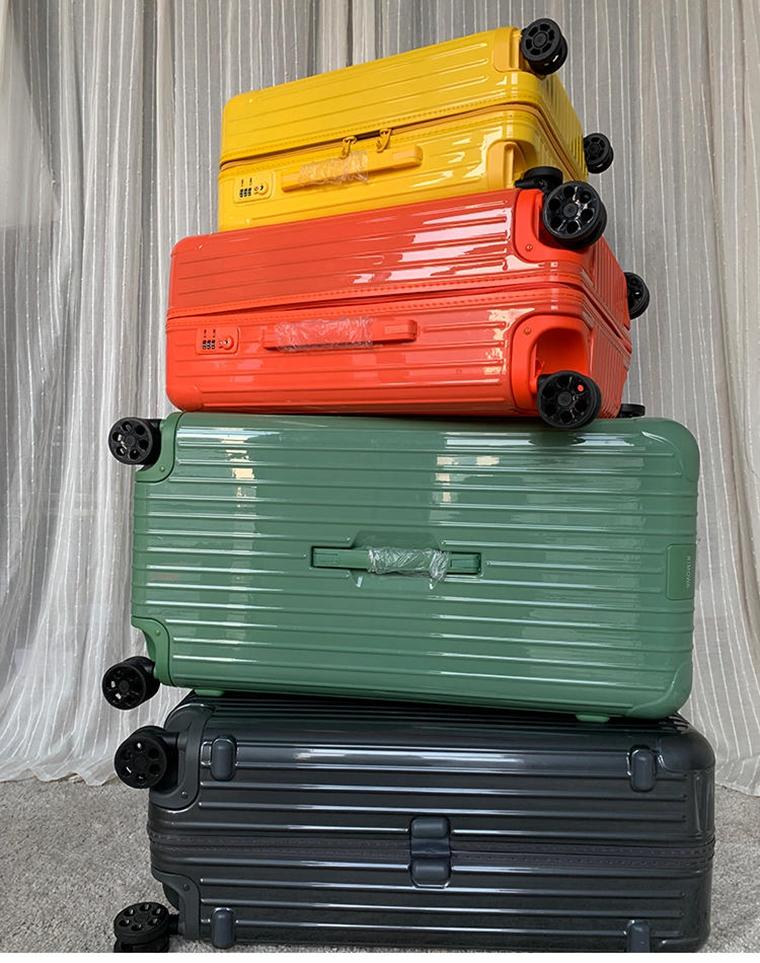 新年出行归家的行李箱安排上了! 拔草必收  完美登机箱  仅590元  680元  690元  780元  超美Rimow@ essential日默瓦  终极版本