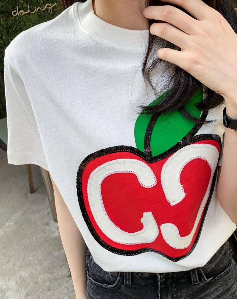 早春尝鲜款啦!仅89元 Gucci2020 苹果亮片印花短袖T恤