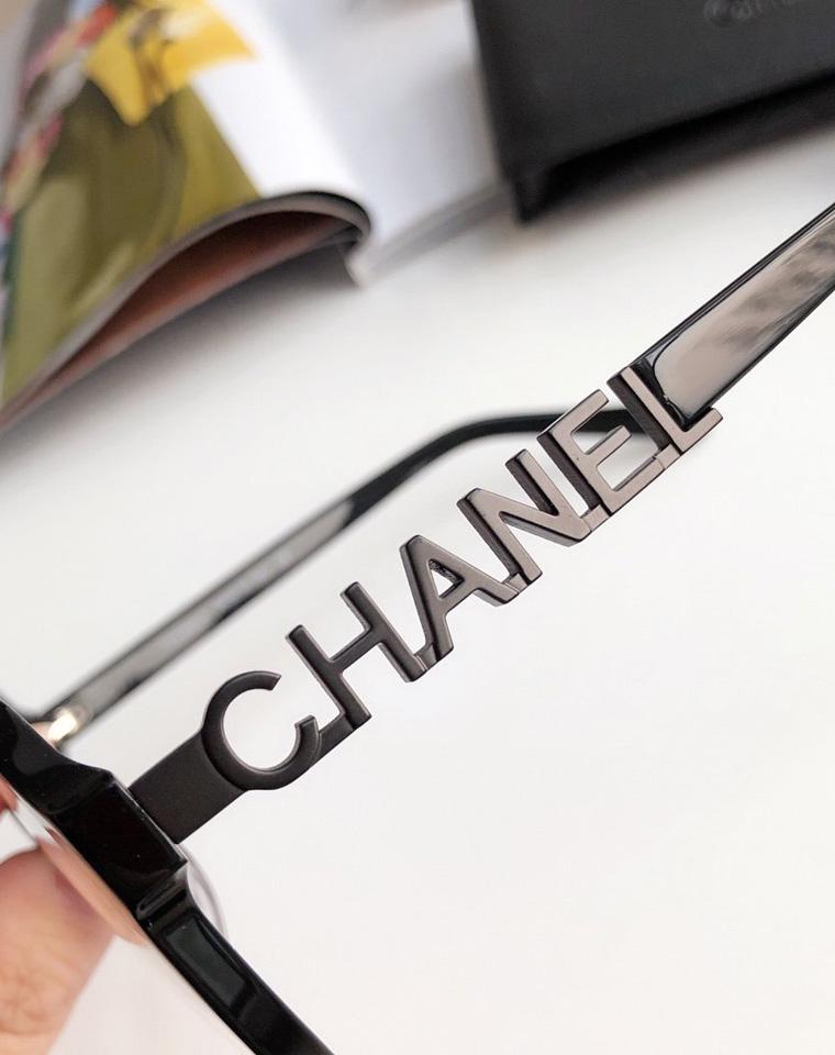 防蓝光护目!!20新款 素颜神器!仅228元  小香金色镂空字母黑框平光镜 防蓝光眼镜