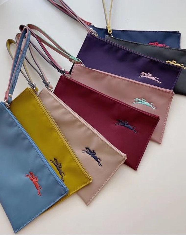 法国LONGCHAMP龙骧 仅65元   尼龙手拿包刺绣龙骧包70周年防水收纳轻便化妆袋