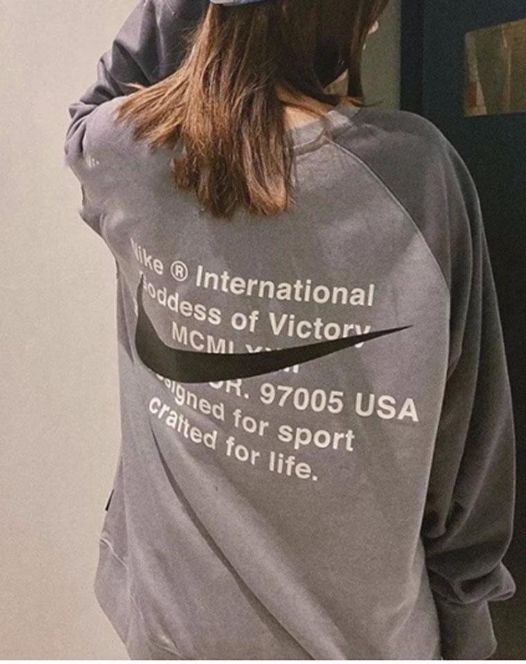 超级飒!!男女款 仅98元!! Nike纯正尾单 高级灰  洋气拼色廓形毛圈卫衣 代购价格400+