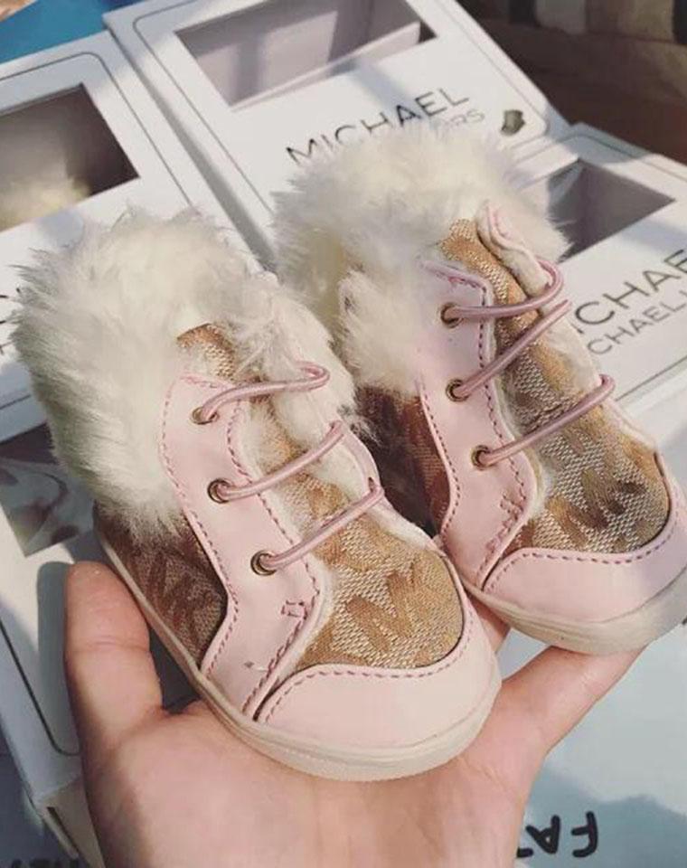 馈赠超值!!倍儿有面子   仅39.9元    美国MICHAEL KORS MK纯正原单 礼盒装baby雪地靴