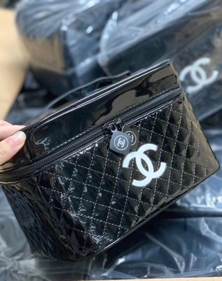 现货大白菜!容量大!颜值高! 仅59元   Chanel 品牌Vip赠品化妆包
