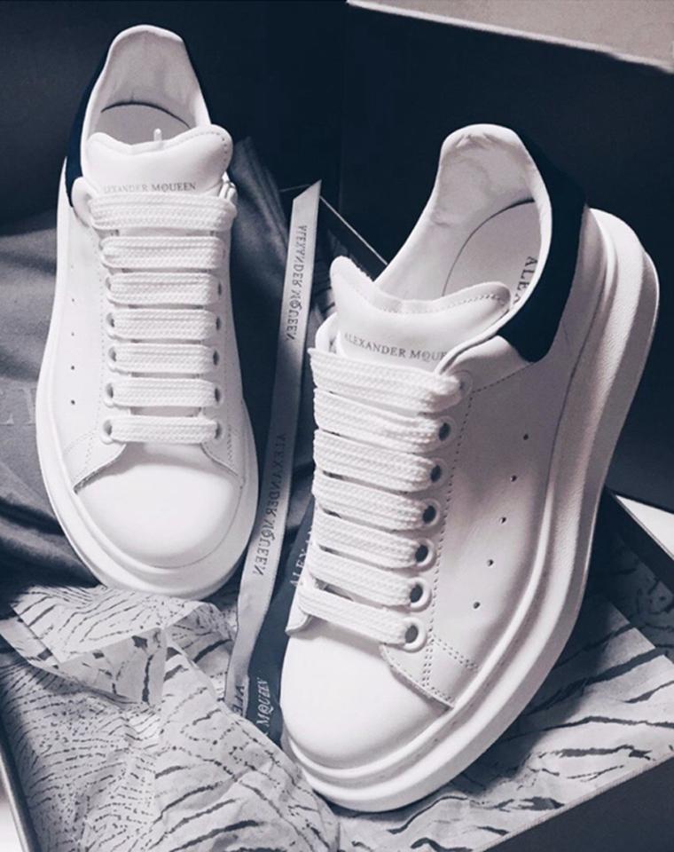 小白鞋里已称王  男女款 仅225元  Alexander McQueen麦昆经典拼色厚底小白鞋  在成千上万的小白鞋里被宠爱 自然有道理