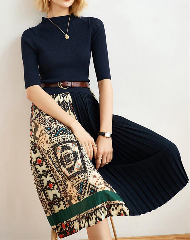 高端小众  时髦却不浮夸  丰满有灵魂 仅188元  法国SANDRO纯正原单  2021夏新   撞色印花拼接百褶连衣裙