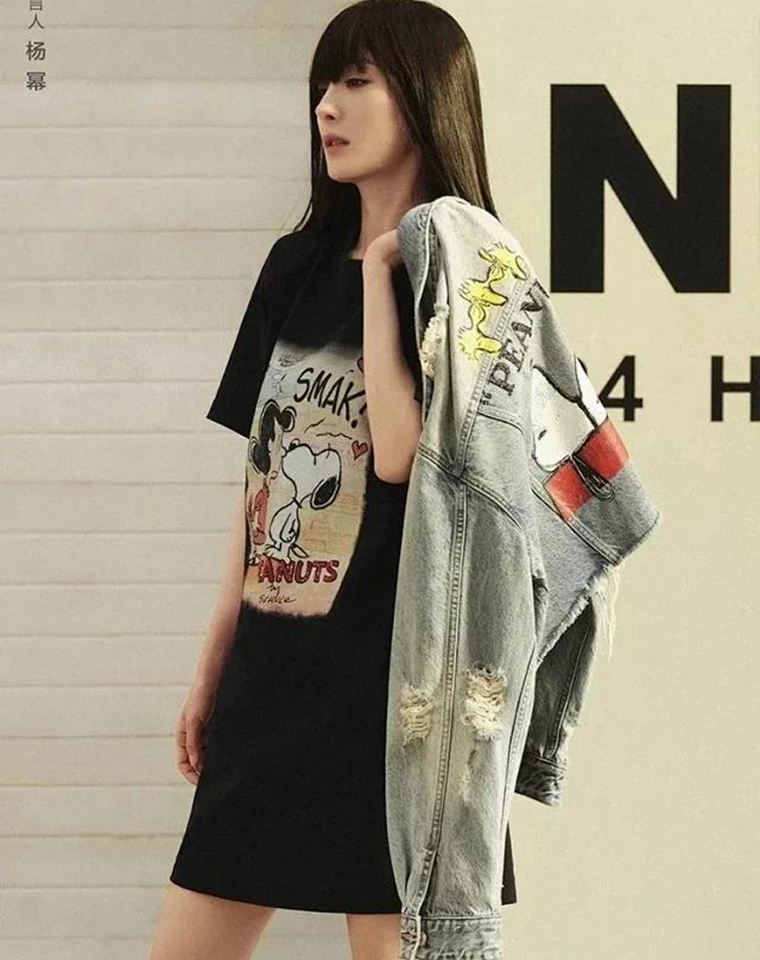 高端好货 前后两穿超美腻 仅135元 MO&CO史努比童趣图案  闪钻+亮片设计! 后背链条印花 连衣裙