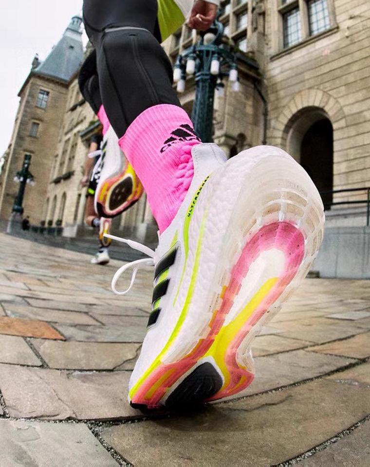 重磅推荐 男女款 全科技防滑缓震  仅248元  Ultra Boost 21纯正原单 巴斯夫颗粒爆米花底运动跑鞋