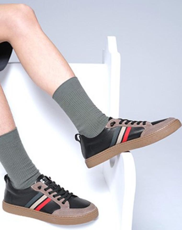给纯爷们の 弹力鞋带超方便一脚蹬设计 仅185元  BELLE百丽真皮 撞色百搭小白鞋